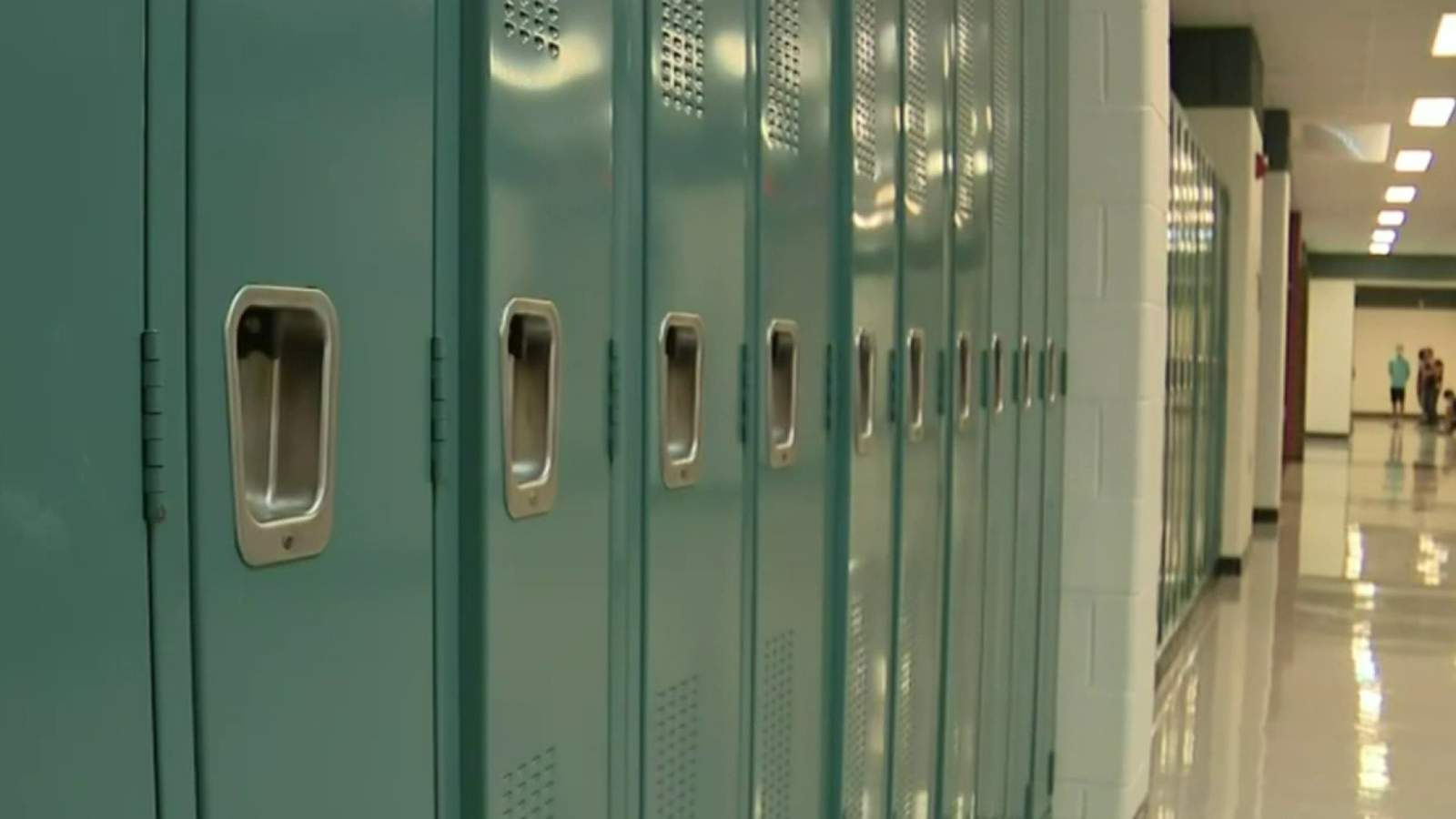 Detroit public schools, teachers union agree to 1 year contract