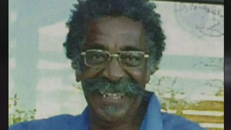 Search for suspect in 2015 unsolved murder in Detroit