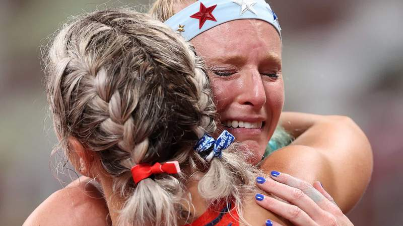 A dejected Sandi Morris hugs a fellow competitor after failing to qualify in women's pole vault.