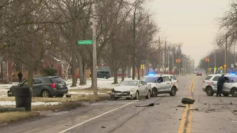 7 people hurt in 3-car crash on Detroit's east side