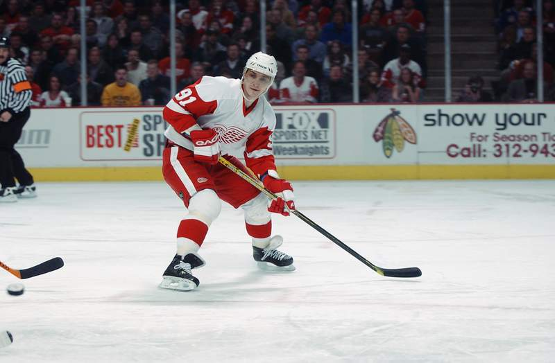 CHICAGO - JANUARY 15:  Center Sergei Fedorov #91 of the Detroit Red Wings waits for a pass against the Chicago Blackhawks during the NHL game on January 15, 2003 at the United Center in Chicago, Illinois.  The Blackhawks defeated the Red Wings 4-1. (Photo by Jonathan Daniel/Getty Images/NHLI)