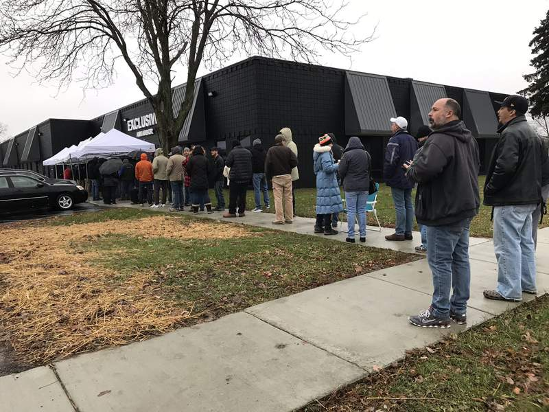 Crowds are lining up for the first day of legal recreational marijuana sales in Michigan. Photo: WDIV