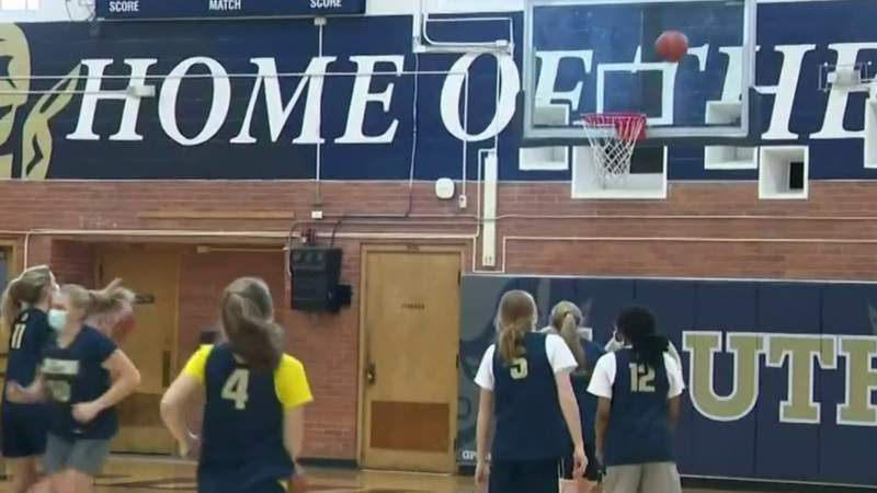 Michigan high school athletes adapt to COVID policies in preparation for winter season amid rising cases