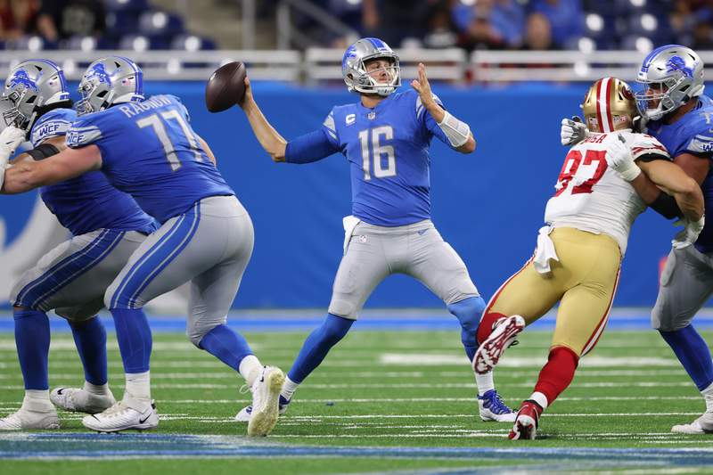 DETROIT, MICHIGAN - SEPTEMBER 12: Jared Goff #16 of the Detroit Lions plays against the San Francisco 49ers at Ford Field on September 12, 2021 in Detroit, Michigan. (Photo by Gregory Shamus/Getty Images)