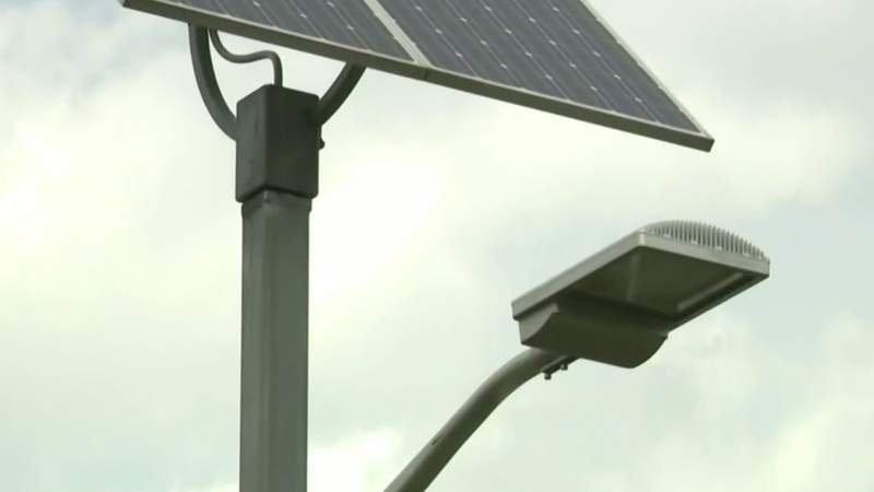 Group aims to bring solar powered streetlights to Highland Park