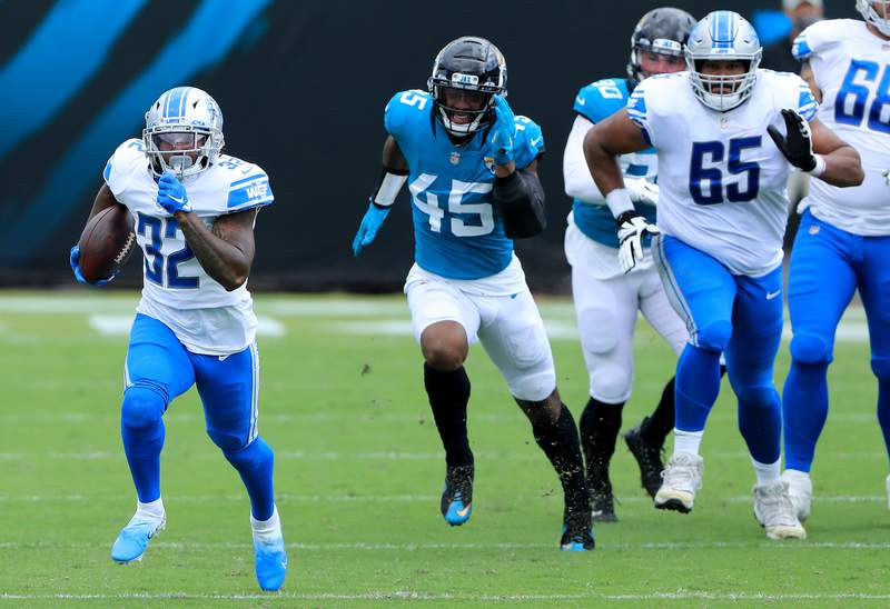 JACKSONVILLE, FLORIDA - OCTOBER 18: D'Andre Swift #32 of the Detroit Lions runs the ball for 54 yards against the Jacksonville Jaguars during the first quarter in the game at TIAA Bank Field on October 18, 2020 in Jacksonville, Florida. (Photo by Sam Greenwood/Getty Images)