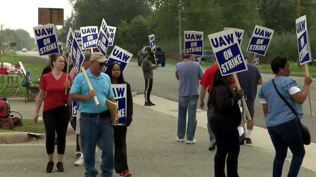 UAW union members form a picket line on Sept. 17, 2019. (WDIV)