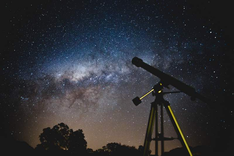 Telescope pointed at a starry sky.