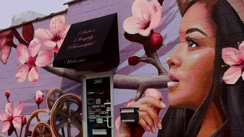 Mural artist adds homage to Michigan to Salon Simply Beautiful in Berkley
