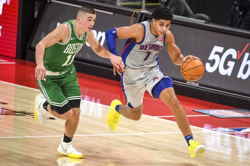 DETROIT, MICHIGAN - JANUARY 01: Killian Hayes #7 of the Detroit Pistons drives to the basket against Payton Pritchard #11 of the Boston Celtics during the first half at Little Caesars Arena on January 01, 2021 in Detroit, Michigan. NOTE TO USER: User expressly acknowledges and agrees that, by downloading and or using this photograph, User is consenting to the terms and conditions of the Getty Images License Agreement. (Photo by Nic Antaya/Getty Images)