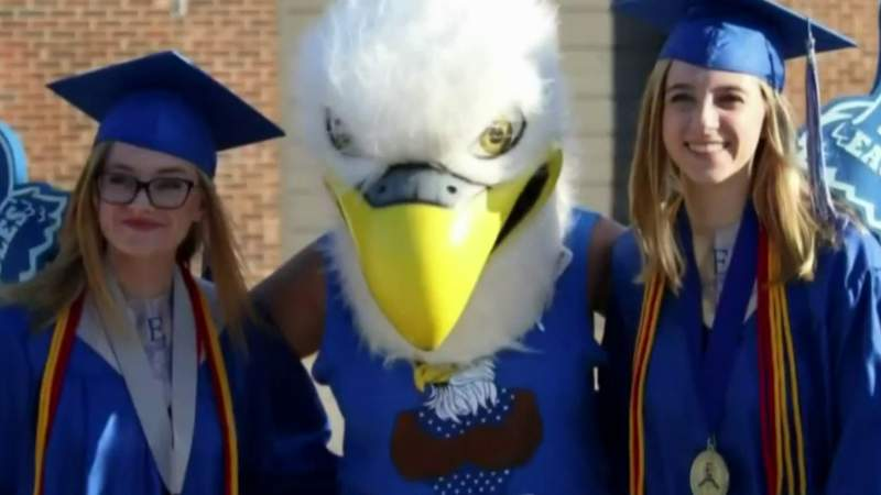 3 sets of twins named valedictorians at different Metro Detroit high schools