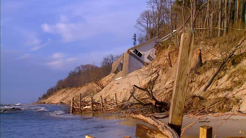A house near Montague fell from the top of a bluff along Lake Michigan. (Jan. 1, 2020)