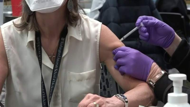 Answering COVID vaccine questions: What is 'Moderna arm?' Can I take antibiotics and get the COVID vaccine?