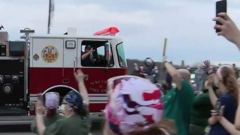 First responders pay tribute to medical workers in Ann Arbor