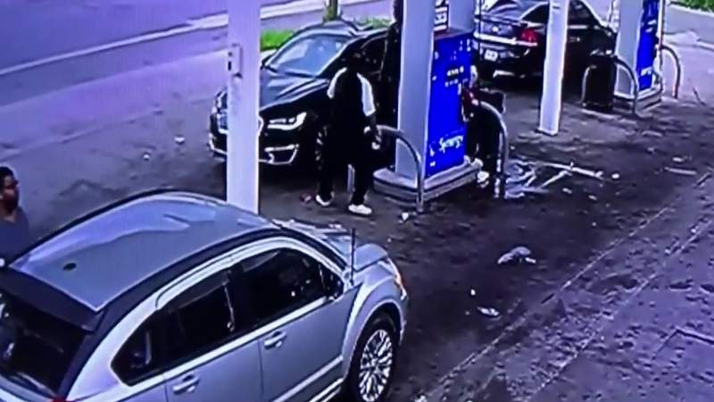Thieves beat, rob man of $20K gold chain on Detroit's west side