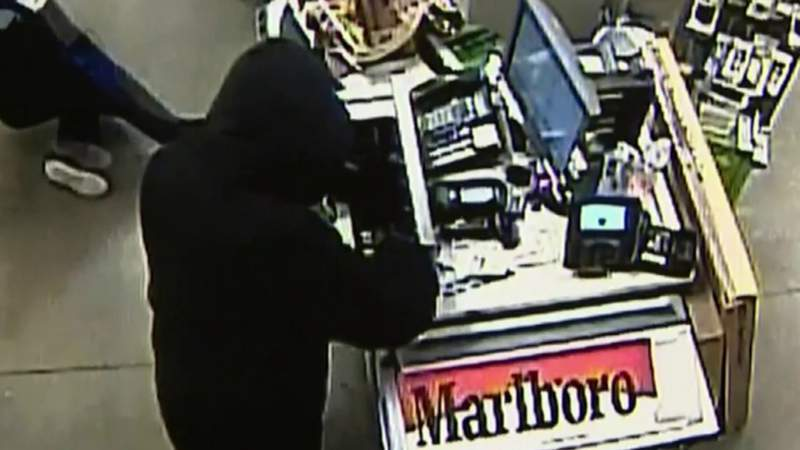 Man in custody two hours after robbing Kroger in Sterling Heights