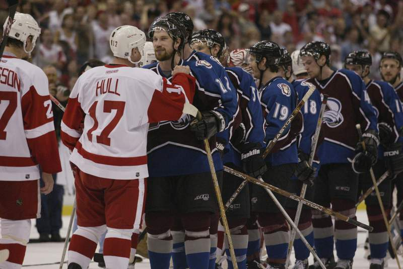 DETROIT, MI - MAY 31:  Center Peter Forsberg #21 of the Colorado Avalanche congratulates Brett Hull #17 of the Detroit Red Wings after being eliminated from the playoffs in game seven of the Western Conference finals of the Stanley Cup playoffs at Joe Louis Arena in Detroit, Michigan on May 31, 2002.  The Red Wings won the game 7-0 to win the series.  (Photo by Tom Pidgeon/Getty Images/NHLI)