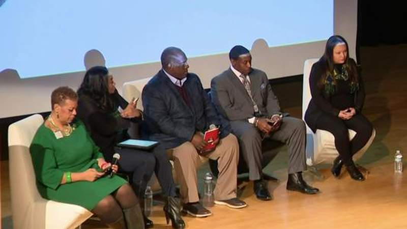 GF Default - Scholarship boot camp aims to help Detroit students graduate without debt