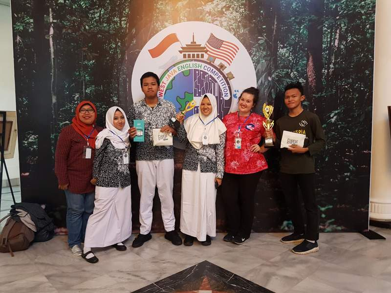 Michigan native and U-M alumna Sydney Demo (second from right) poses with students during the West Java English Competition in Bandung, West Java.