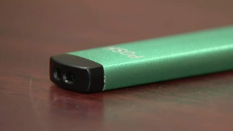 A USB-style vaping device