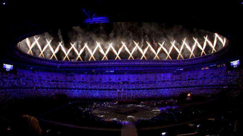 Fireworks ring the Olympic Stadium during the Closing Ceremony.