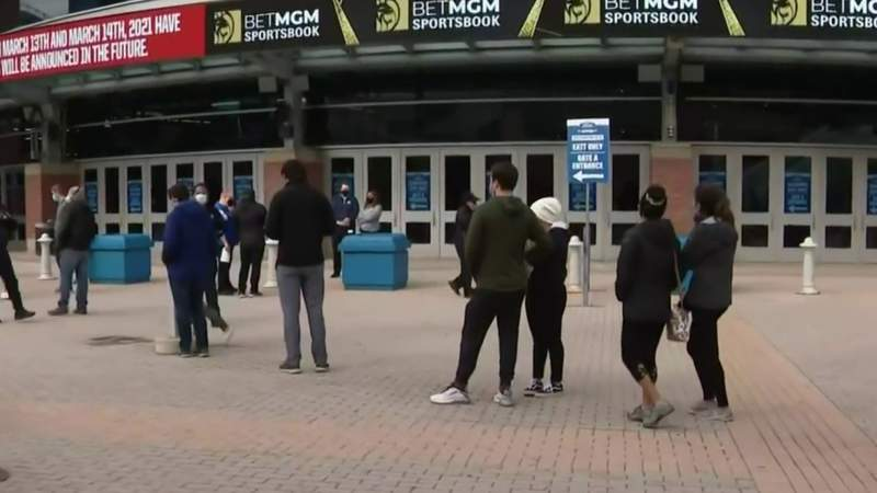Dozens show up to Ford Field without appointments