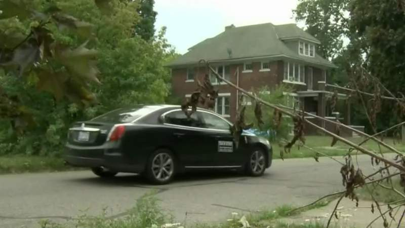 Detroit cab drivers fight to make ends meet