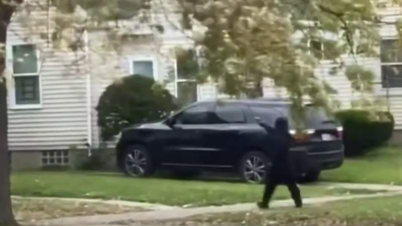 Neighbor records gunman firing shots into occupied Detroit home