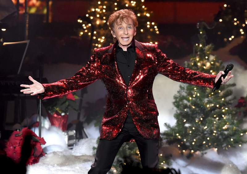 INGLEWOOD, CA - DECEMBER 20:  Singer Barry Manilow performs during A Very Berry Christmas presented by KOST 103.5 at The Forum on December 20, 2017 in Inglewood, California.  (Photo by Kevin Winter/Getty Images)