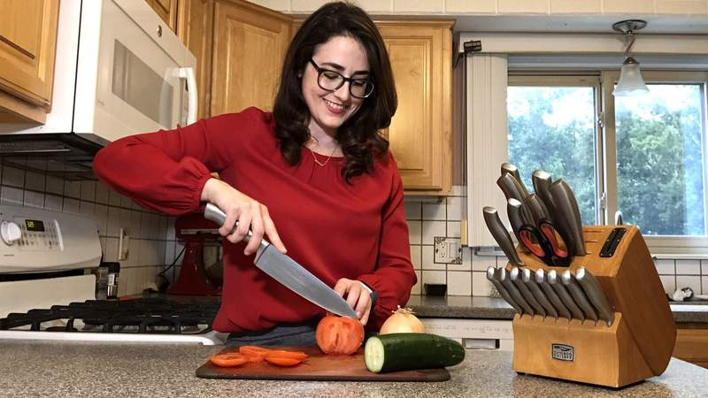 Improving your knife skills on Live in the D