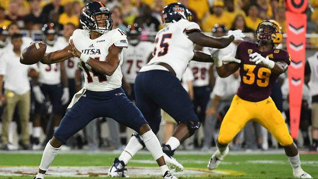 Quarterback Cordale Grundy #14 of the UTSA Roadrunners makes a pass in the first half of the game against the Arizona State Sun Devils at Sun Devil Stadium on September 1, 2018 in Tempe, Arizona. (Photo by Jennifer Stewart/Getty Images)