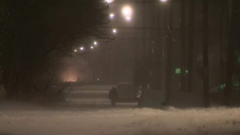 Tracking snowy weather in southeast Michigan