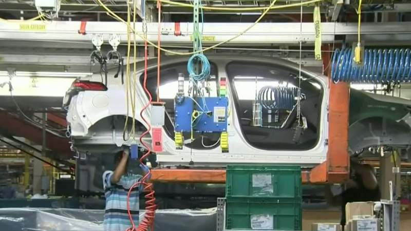 UAW pushes back against GM's plans for electric vehicle production in Mexico
