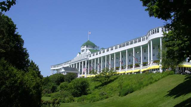 Mackinac Island's Grand Hotel, where the Mackinac Policy Conference takes place. (Credit: Wikimedia Commons)