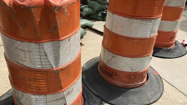 Construction barrels (WDIV)