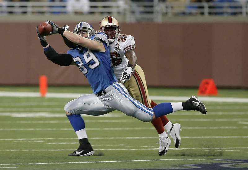 Detroit Lions Dan Campbell during a game between the San Francisco 49ers and Detroit Lions at Ford Field in Detroit, Michigan on November 12, 2006. The 49ers won 19 to 13. (Photo by Terrell Lloyd/Getty Images)