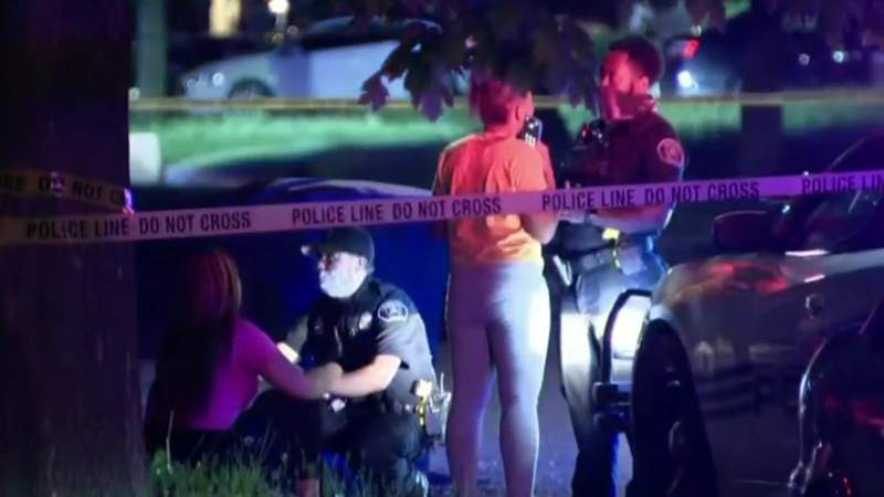 26-year-old man shot, killed in Detroit while helping sister
