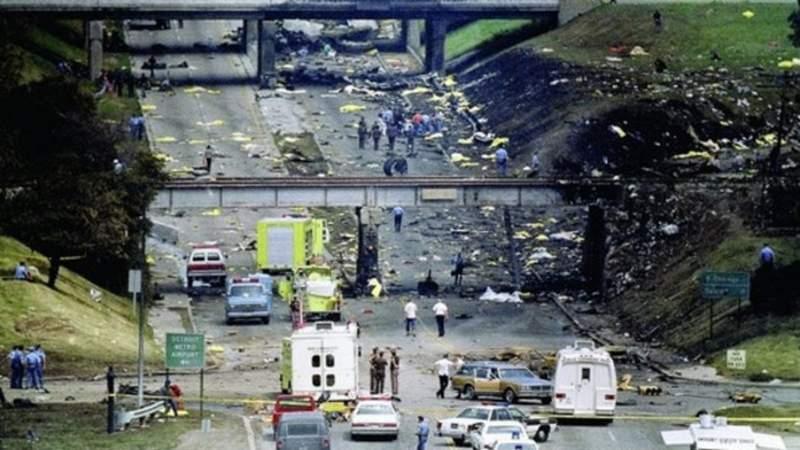 Crash scene of Northwest Flight 255 on I-94 on Aug. 16, 1987. (AP Photo)