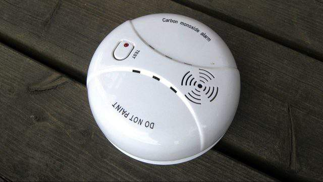 Carbon monoxide alarm (Santeri Viinamäki -- Wikimedia)