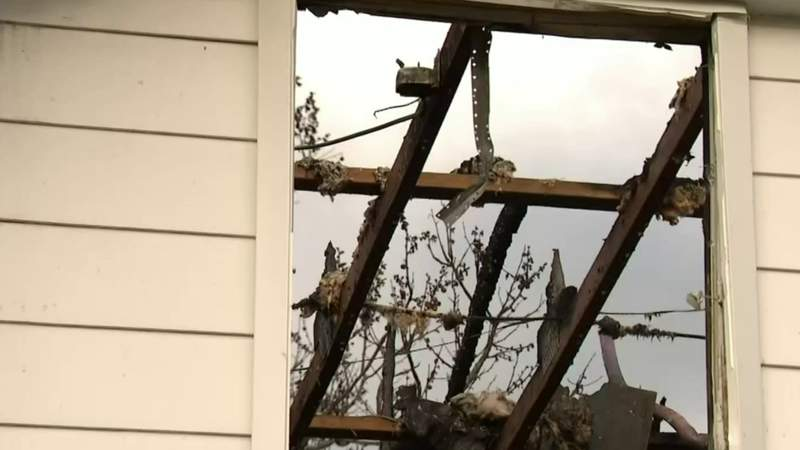Family loses everything in Warren apartment fire