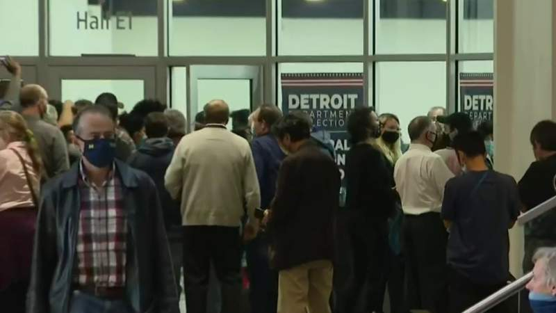 'Watchers' demand vote counting access in Detroit