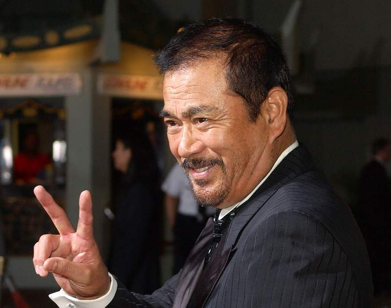 """FILE - In this Sept. 29, 2003, file photo, Japanese actor Sonny Chiba arrives for the premiere of the film """"Kill Bill: Volume 1"""" at the Grauman's Chinese Theatre in the Hollywood section of Los Angeles. Chiba, known in Japan as Shinichi Chiba, who wowed the world with his martial arts skills, acting in more than 100 films, including Kill Bill, has died late Thursday, Aug. 19, 2021. He was 82. (AP Photo/Kevork Djansezian, File)"""