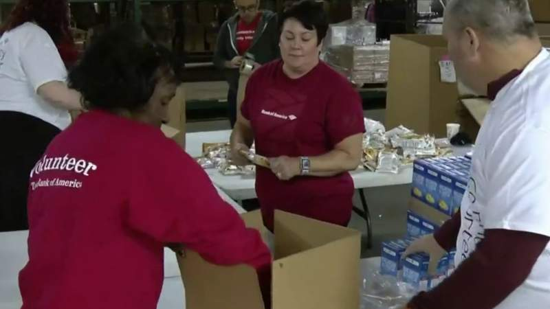 GF Default - Bank of America workers team up with Salvation Army to pack holiday meals