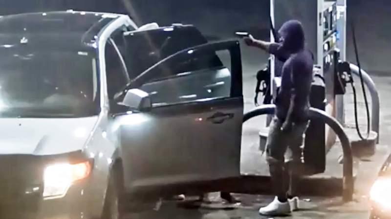 Detroit police seek suspect in carjacking on city's east side