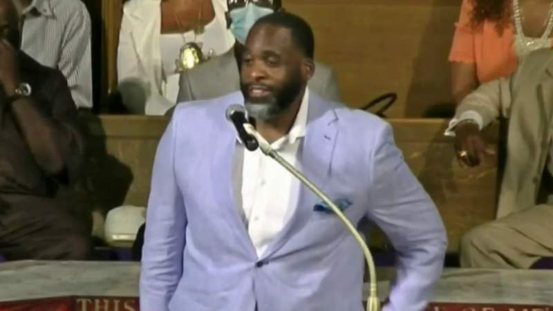 Kwame Kilpatrick preaches at Detroit church in first public appearance since prison release