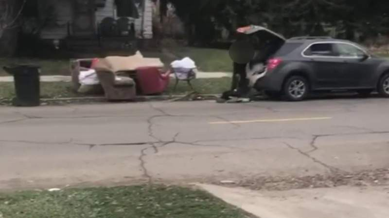 GF Default - ?Smile for the camera!? -- Detroit homeowner catches illegal dumping on video