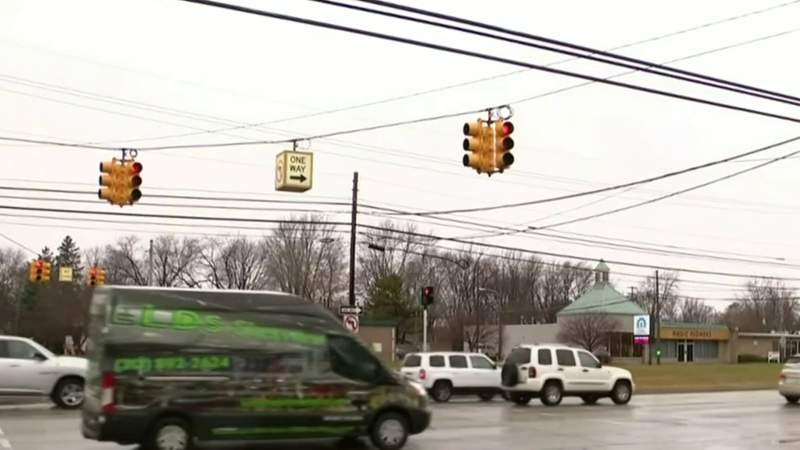 Warren neighbors fight to keep traffic light in 2021 Mound Road makeover