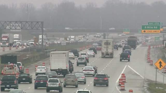Traffic on I-275 near 6 Mile Road