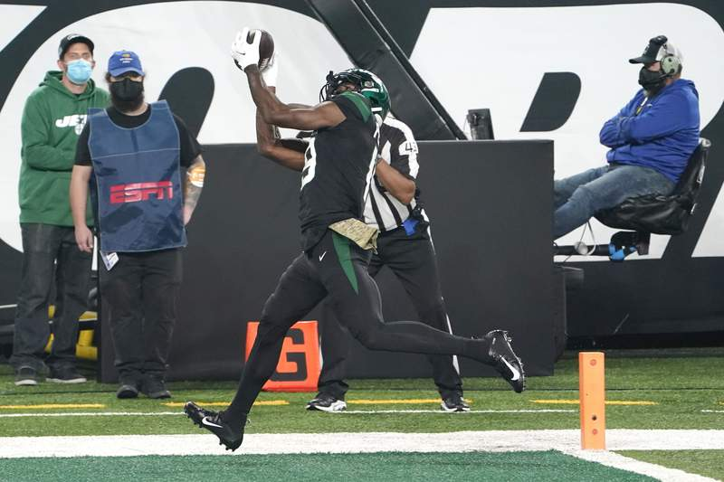 New York Jets' Breshad Perriman catches a touchdown during the second half of an NFL football game against the New England Patriots, Monday, Nov. 9, 2020, in East Rutherford, N.J. (AP Photo/Corey Sipkin)