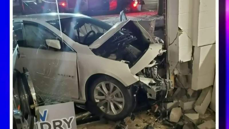 Car crashes into laundromat in Independence Township